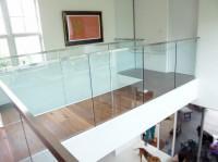 montaż szklanych balustrad